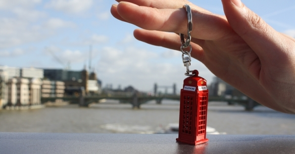 london_phonebooth_keychain